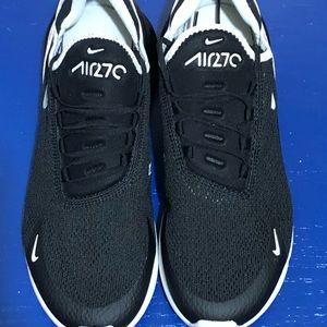 Nike Shoes - NEW Nike Air Max 270